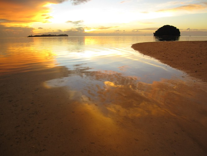 Low tide at Mantanani Besar Island