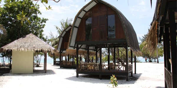Sulap Huts, Mari Mari Backpacker Lodge, Mantanani Island